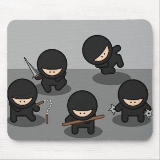 5 pequeños ninjas alfombrilla de ratón