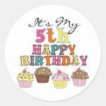 5tas camisetas y regalos del cumpleaños de las etiqueta redonda