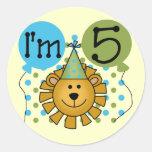 5tas camisetas y regalos del cumpleaños del león etiquetas redondas