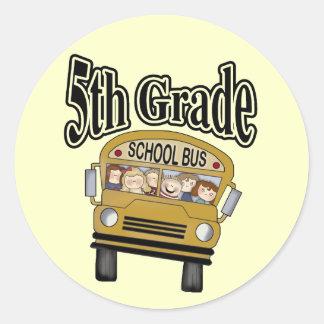 5tas camisetas y regalos del grado del autobús pegatina redonda