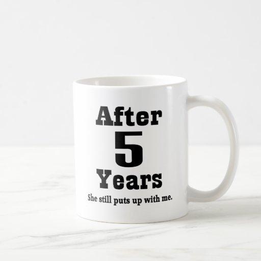 5to Aniversario (divertido) Taza Clásica