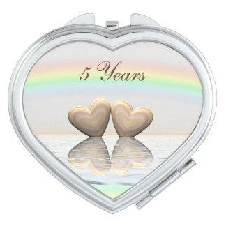 5to Corazones de madera del aniversario Espejos Para El Bolso