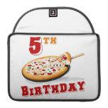 5to Fiesta de la pizza del cumpleaños Funda Para Macbooks