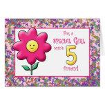 5to Flor rosada linda y smiley del cumpleaños Tarjetón