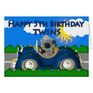 5to perrito feliz del cumpleaños en un trike de la tarjeta de felicitación