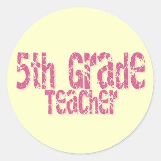 5to profesor apenado rosa del grado del texto pegatina redonda