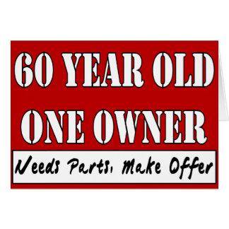 60 años, un dueño - las piezas de las necesidades, tarjeta de felicitación