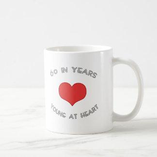 60 jóvenes en el corazón tazas de café