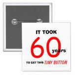 60.o Botón de los regalos de la mordaza del cumple Pins