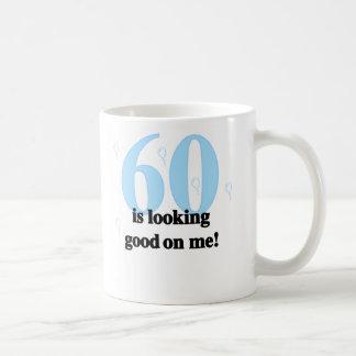 60 pareciendo bueno en mí tazas