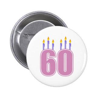 60 velas del cumpleaños (rosa/púrpura) pin redondo de 2 pulgadas