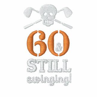 60 y todavía balanceo - camisa del cumpleaños del polo