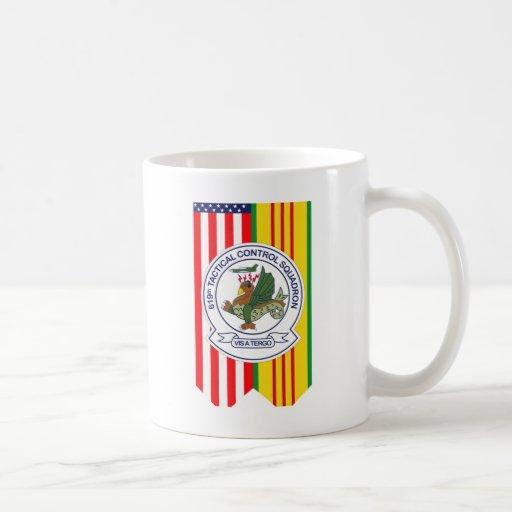 619th Escuadrilla W/Flags del control táctico Taza De Café