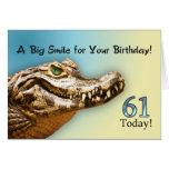 61.o Tarjeta de cumpleaños con un cocodrilo sonrie
