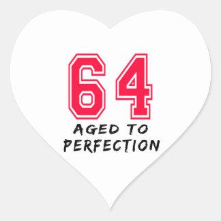 64 envejeció al diseño del cumpleaños de la colcomanias de corazon personalizadas