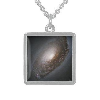 """64 más sucios - La galaxia del """"ojo morado"""" Grimpolas"""