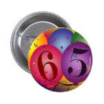 ¡65 años!  Botón del globo del cumpleaños Pin