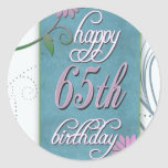 65.o cumpleaños feliz con las flores de la etiquetas redondas