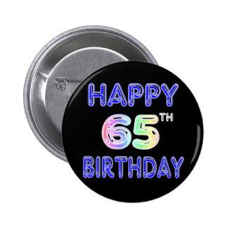 65.o cumpleaños feliz en fuente del globo pin redondo de 2 pulgadas