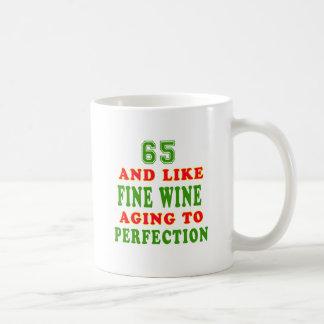 65 y como diseños del cumpleaños del vino fino taza