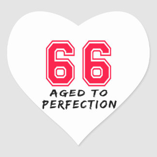 66 envejeció al diseño del cumpleaños de la pegatina corazón