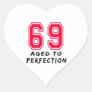 69 envejeció al diseño del cumpleaños de la calcomanía de corazón personalizadas