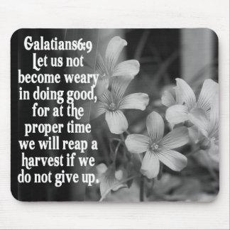 6:9 DE LA ESCRITURA GALATIANS DE LA BIBLIA ALFOMBRILLAS DE RATONES