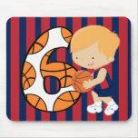 6to Jugador de básquet azul y rojo del cumpleaños Tapete De Raton