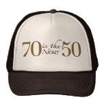 70 es los nuevos 50 gorros bordados