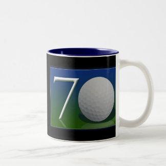 70.o cumpleaños feliz para la nuez del golf taza de café de dos colores