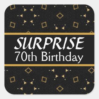 70.o Negro y oro V01 del cumpleaños de la SORPRESA Pegatina Cuadrada