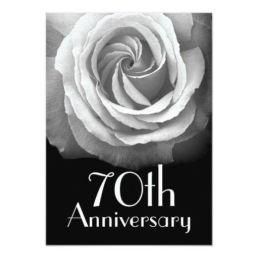 """70.o Rosa blanco de plata del aniversario Invitación 5"""" X 7"""""""