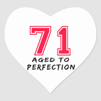 71 envejeció al diseño del cumpleaños de la calcomanías corazones personalizadas
