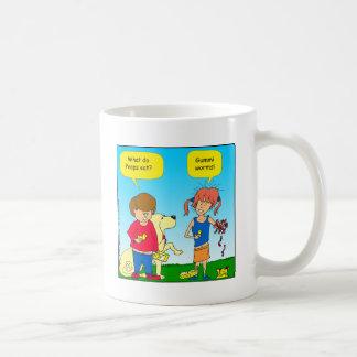 723 polluelos y dibujo animado del gusano taza de café