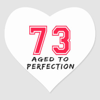 73 envejeció al diseño del cumpleaños de la pegatina de corazón