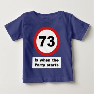 73 es cuando el fiesta comienza playera de bebé