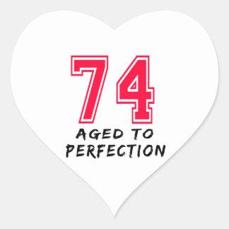 74 envejeció al diseño del cumpleaños de la calcomania de corazon