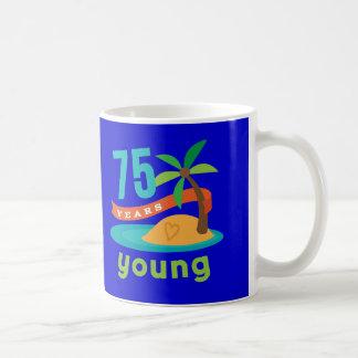 75 años de regalo de cumpleaños joven taza de café