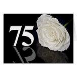 75.o Tarjeta de cumpleaños con un rosa blanco clás