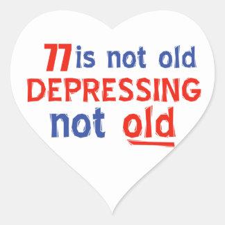 77 años no son viejos pegatina en forma de corazón