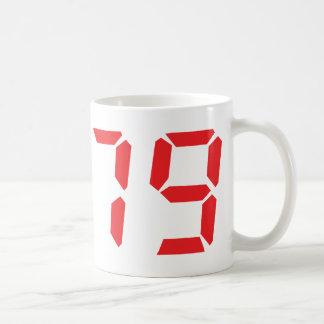 79 setenta y nueve números digitales del despertad taza