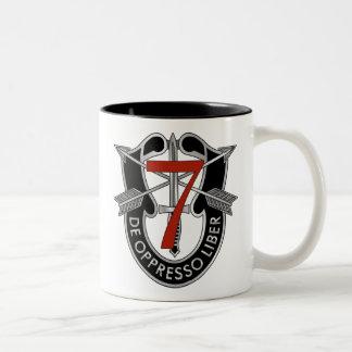 7mo Escudo del grupo de las fuerzas especiales Taza De Café De Dos Colores