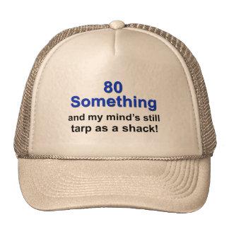 80 algo… gorras