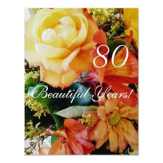 """¡80 años hermosos! - Cumpleaños/ramo del rosa Invitación 4.25"""" X 5.5"""""""