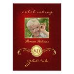 80.o Invitaciones del cumpleaños - rojo y monogram