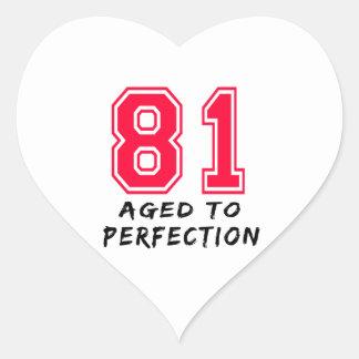 81 envejeció al diseño del cumpleaños de la pegatinas corazon