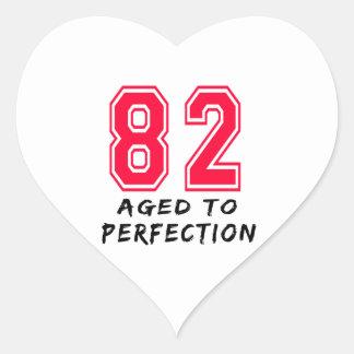 82 envejeció al diseño del cumpleaños de la calcomania corazon