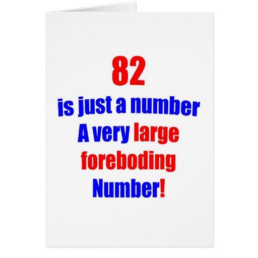 82 es apenas un número tarjeta de felicitación