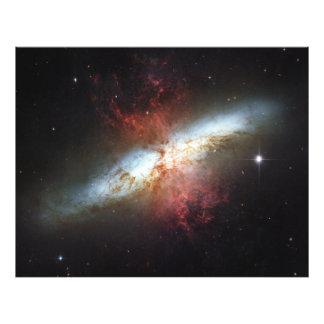 82 una galaxia más sucia M82 del cigarro de NGC 30 Cojinete
