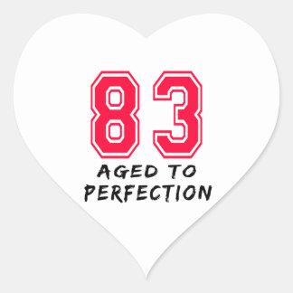 83 envejeció al diseño del cumpleaños de la calcomania de corazon personalizadas